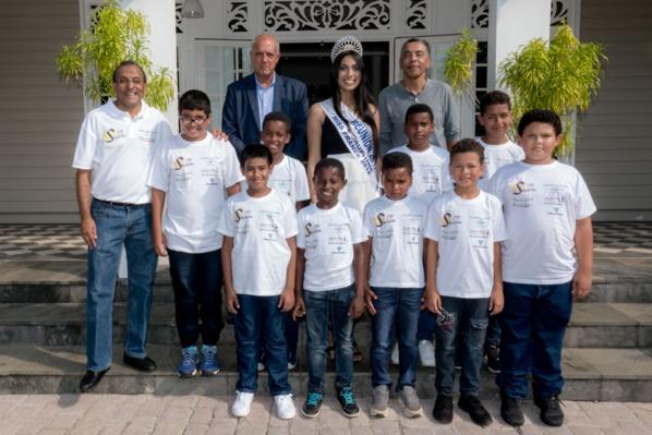 """<center>Jour 1 : """"S'envoler vers le Rêve  ..."""" <br>Neuf enfants réunionnais en voyage de Rêve<br>  avec 1000 Sourires"""