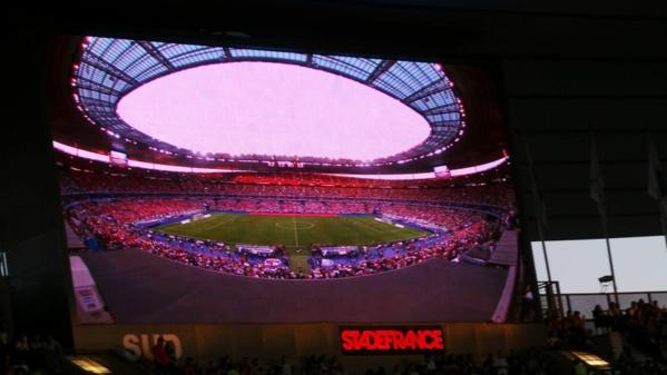 """<center>Jour 3 : """"S'envoler vers le Rêve  ..."""" <br>Le stade de France, première étape<br> du voyage de Rêve des marmailles"""