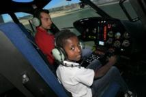 """<center>Jour 9 : """"S'envoler vers le Rêve  ..."""" <br>Les neuf marmailles ont testé un simulateur <br>  exceptionnel de pilotage d'hélicoptère à Albertville"""