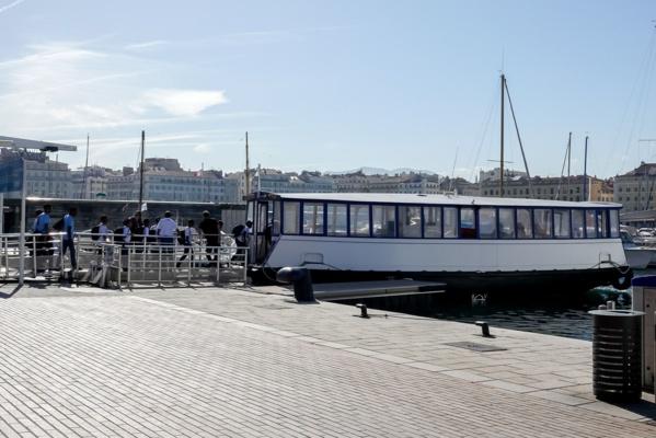 """<center>""""S'envoler vers le Rêve ...""""  <br> Jour 5 : Cercle des Nageurs de Marseille <br> les marmailles dans le grand bain"""