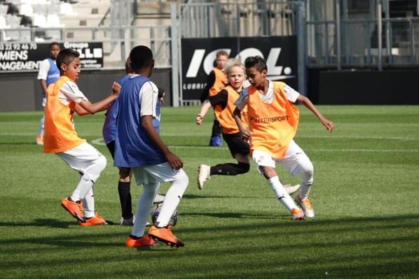 """<center>""""S'envoler vers le Rêve ...""""  <br> Jour 10 : Fabrice Abriel accueille les marmailles  <br>en VIM (Very Important Marmailles) <br>au club Amiens SC (Ligue 1)"""