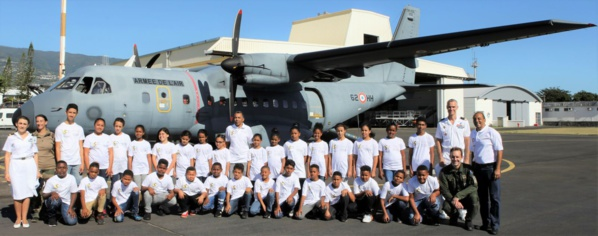<center>Baptême de l'air en CASA <br> avec le Détachement Air 181 : <br> les marmailles de 1000 Sourires en lèr