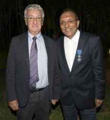 <center>Ibrahim Ingar décoré de<br> l'Ordre National du Mérite