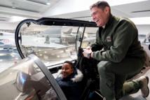 """<center>""""Un Incroyable Noël...."""" <br>Jour  5 : Le pilote de rafale réunionnais Sébastien Nativel accueille Enzo et Mathéo <BR> à la Base Aérienne 113 de Saint-Dizier"""