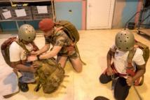 <center>Les marmailles de 1000 Sourires <br>dans la peau des parachutistes du 2e RPIMA