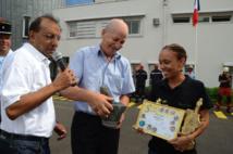 <CENTER>Journée en VIM avec les pompiers du SDIS, <br> la chanteuse Sega¨El <br>  et Stéphanie Robert, Miss Réunion 2012 ...