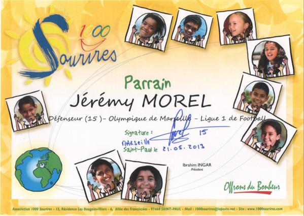 Jérémy Morel reçoit son diplôme de Parrain <br>de l'Association 1000 Sourires