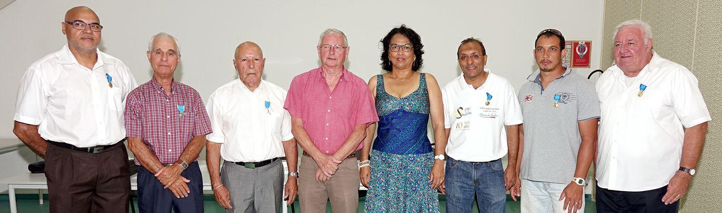Photo de famille : Ibrahim Ingar et les médaillés de la promotion du 14 juillet 2016