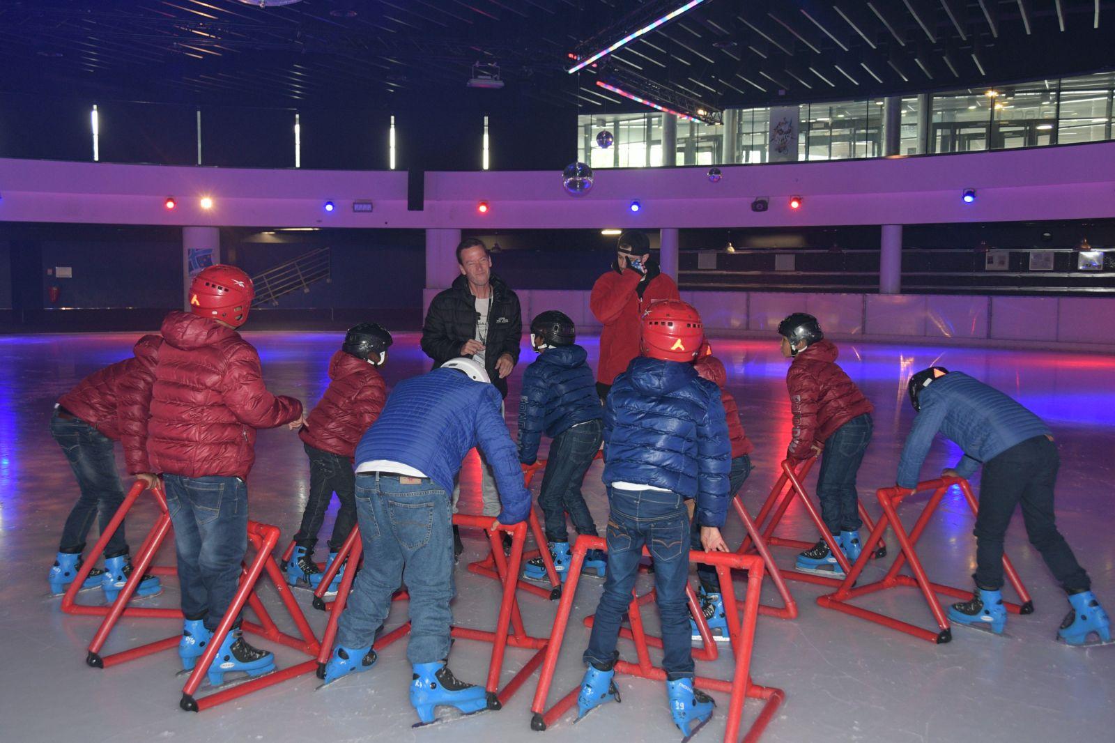 """<center>Jour 11 : """"S'envoler vers le Rêve  ...""""<br>Les enfants ont troqué leurs crampons<br> pour des patins à glace à la patinoire du Palais Omnisports Marseille Grand-Est"""