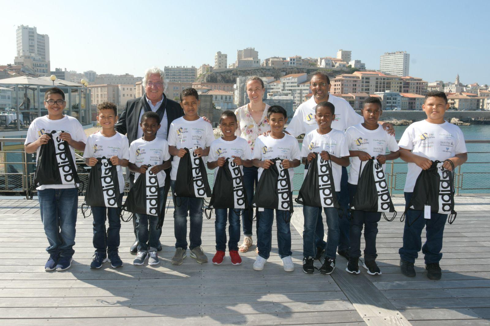 """<center>Jour 12 : """"S'envoler vers le Rêve  ...""""<br>Les marmailles ont plongé dans le prestigieux Centre des Nageurs de Marseille"""