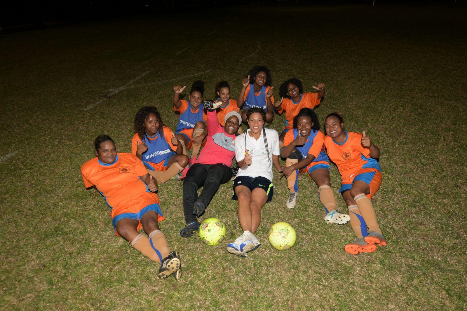 <center>« Foot en VIP » avec  Valérie Gauvin  <br> pour les clubs féminines des quartiers de  Saint-Paul