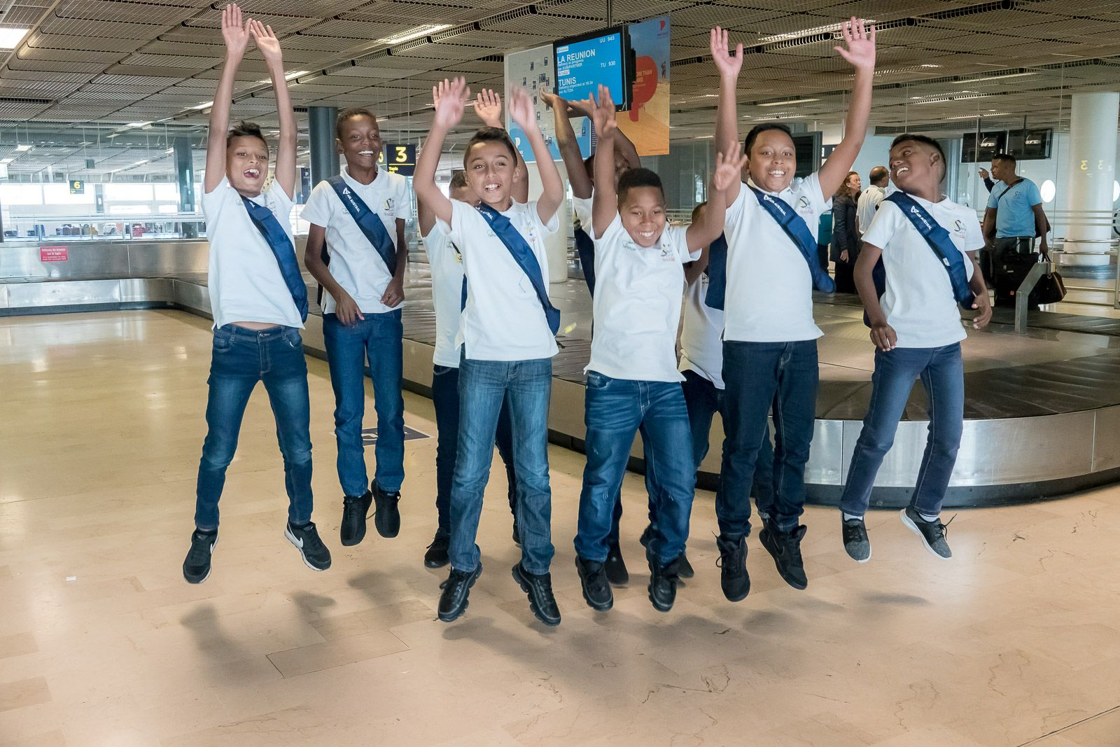 """<center>""""S'envoler vers le Rêve ...""""  <br> Jour 1: C'est le grand départ<br> pour les neuf petits saint-paulois <br>"""