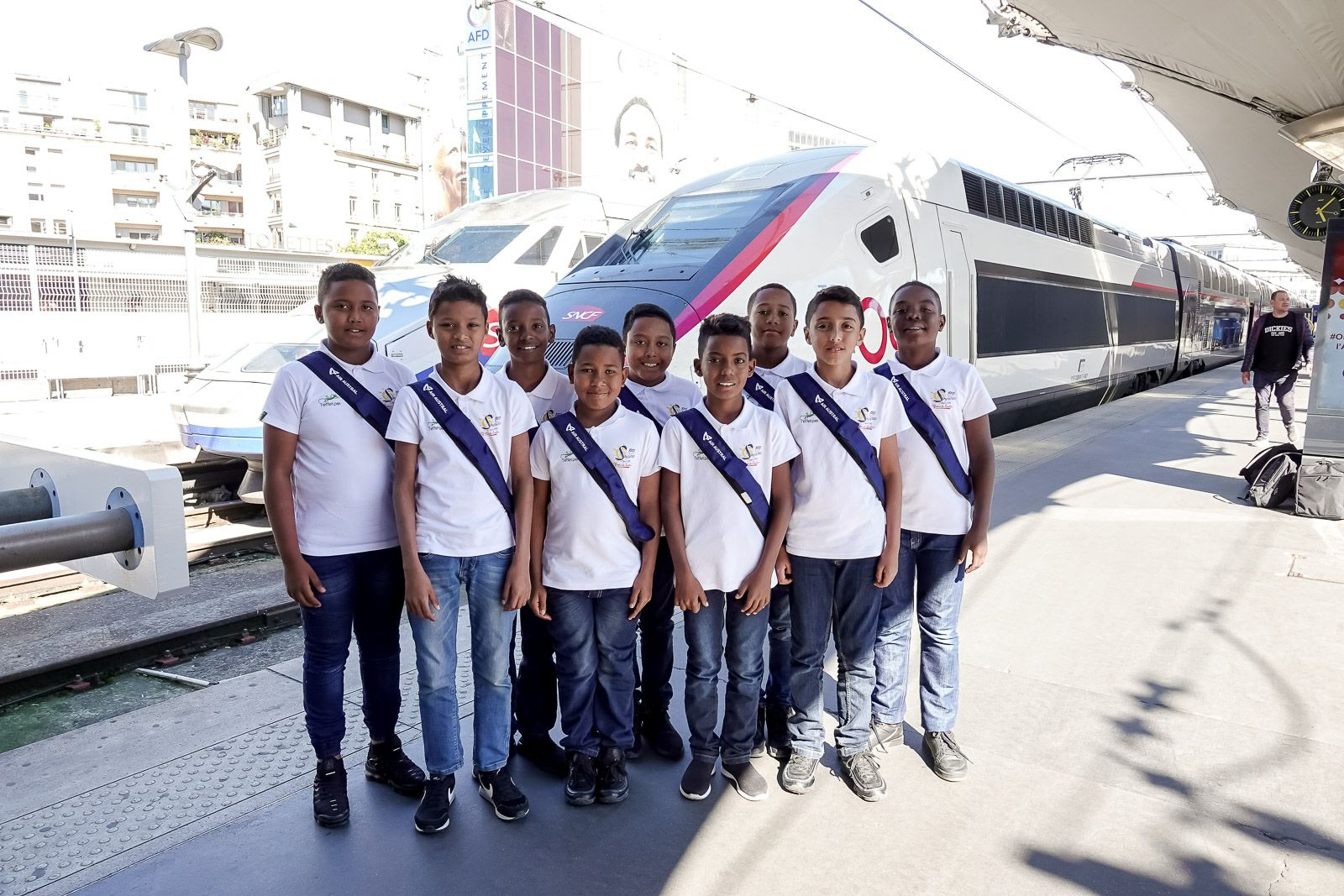 """<center>""""S'envoler vers le Rêve ...""""  <br> Jour 8 : En route vers Paris par le TGV .... Direction Novotel Montparnasse"""