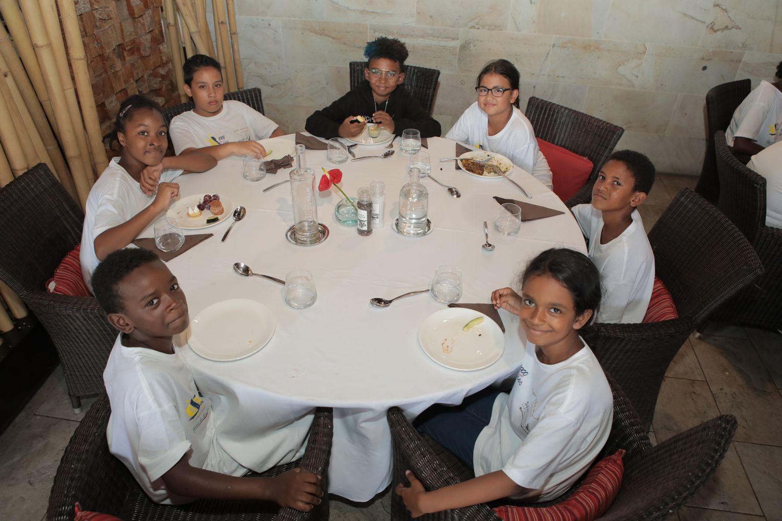 <center>Soan, Nono et PLL rencontrent les marmailles de 1000 Sourires  au Palm Hôtel & Spa *****