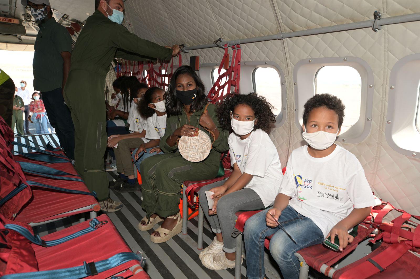 <center>1000 Sourires fête sa 250e opération <br> à bord d'un avion militaire