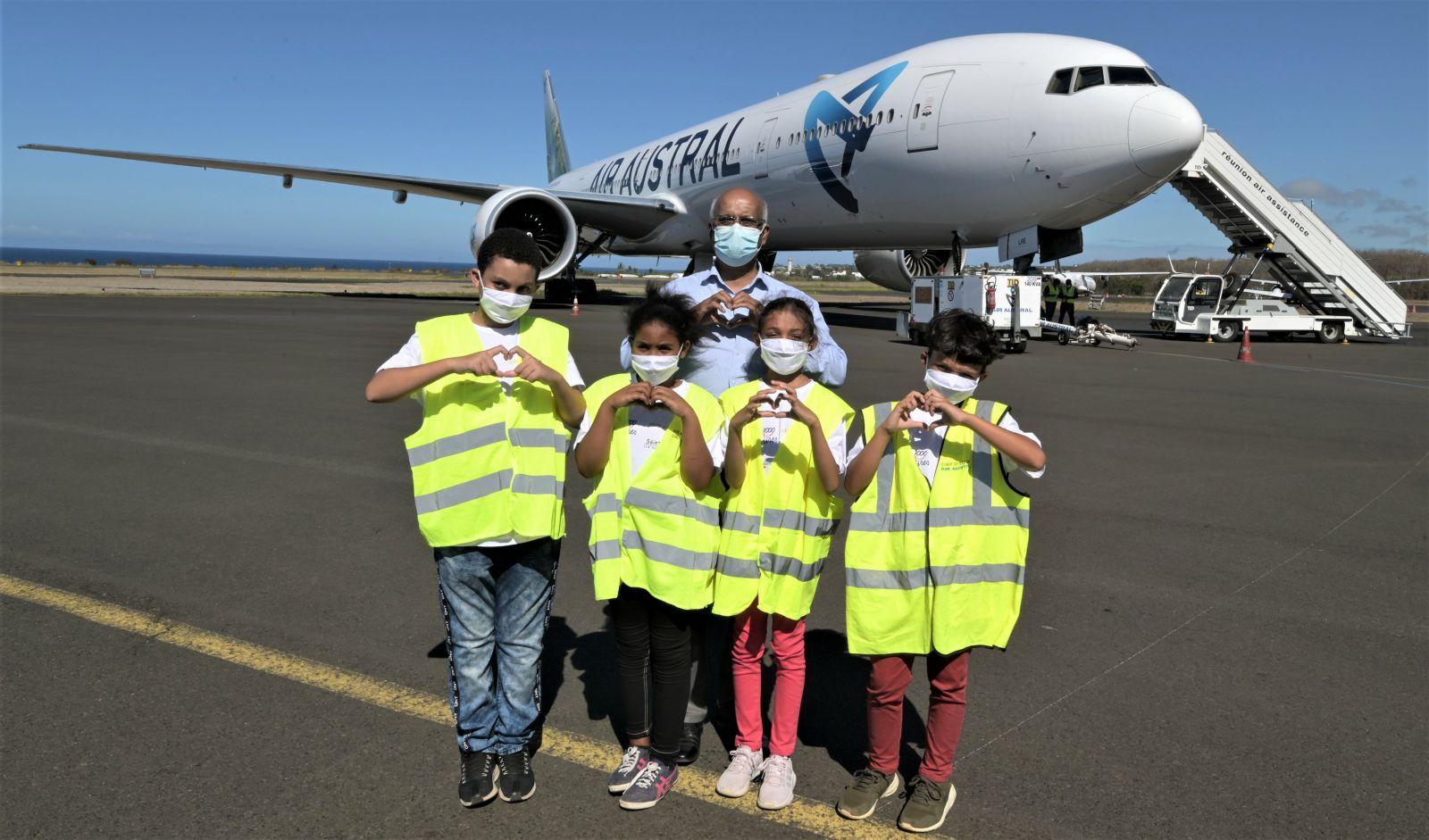 <center>Pour Noël, Air Austral ouvre les portes <BR> de son Boeing 777 <br>aux enfants de 1000 Sourires