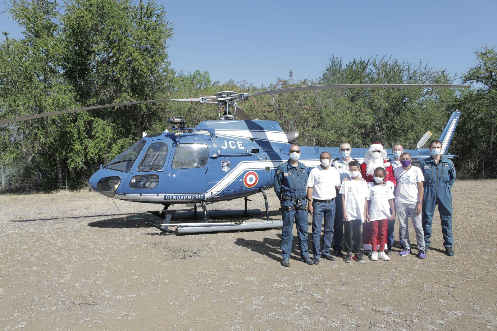 <center> Un tour de l'île  en hélicoptère<br>  avec la Gendarmerie de la Réunion<BR> pour cadeau de Noël
