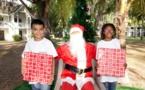 <center>Le Père Noël se met en trois <br> pour gâter les marmailles de 1000 Sourires