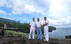 """Deux officiers-élèves étrangers  de la """"Jeanne d'Arc"""" visitent La Réunion avec 1000 Sourires"""