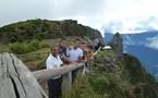 <center>Les Elèves Officiers étrangers du Dixmude  <BR>découvrent la Réunion<br> avec l'Association  1000 Sourires