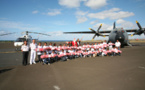 Les VIM de  1000 Sourires fêtent Noël à bord d'un hélicoptère au Détachement Air 181