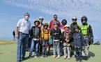 <center>Baptême de parapente : Les marmailles de<br> 1000 Sourires s'envolent en compagnie d'Abdoul