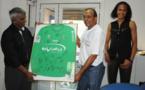 <center> Wendie Renard offre son maillot <br>au Maire de Saint-Paul